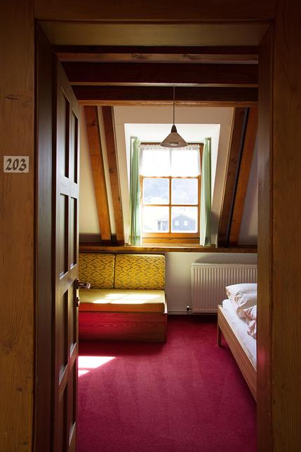 http://www.imklosterbezau.info/uploads/images/einbettzimmer.jpg